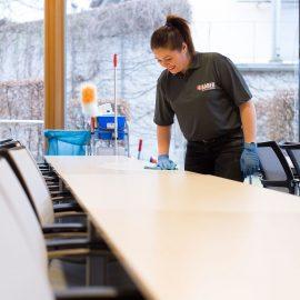 Wir bieten Büroservice und Büroreinigung an
