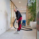 Teppich Bodenbelag säubern mit Reinigungsmaschine