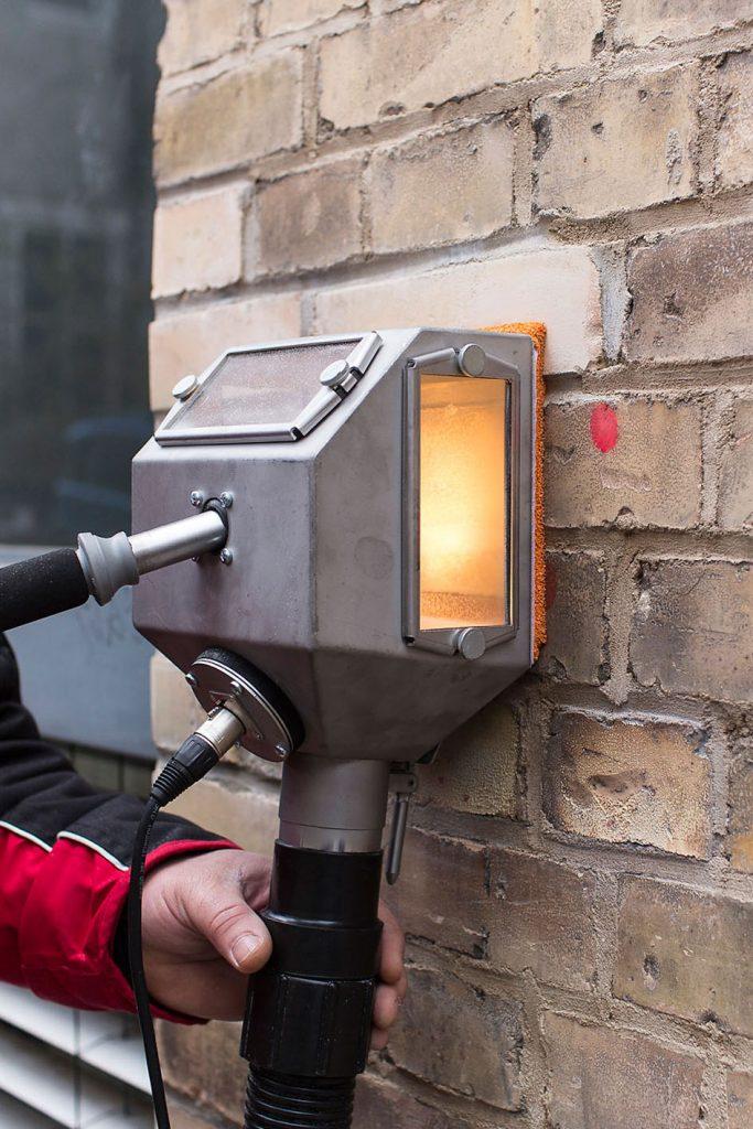 Graffiti-Entfernung von allen Untergründen: hochwirksame Graffiti-Reiniger, schonendste Verfahren
