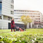 Bauer Gebäudereinigung übernimmt auch die Pflege von Grünanlagen, sowie das Rasen mähen im Raum Stuttgart, Nürneberg und München
