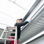mit regelmäßiger Reinigung von Fertigungshallen und Industriemaschinen Lebensdauer verlängern